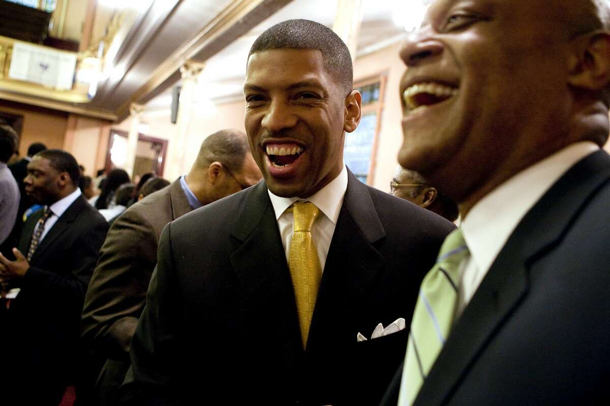 UNITED STATES - MARCH 20: IFormer NBA basketball player Kevin Johnson, center, is honored at Mount Olivet Baptist Church in Harlem. Johnson, CEO of St. HOPE, a non-profit community development corporation, is running for Mayor of Sacramento. (Photo by James Keivom/NY Daily News Archive via Getty Images)