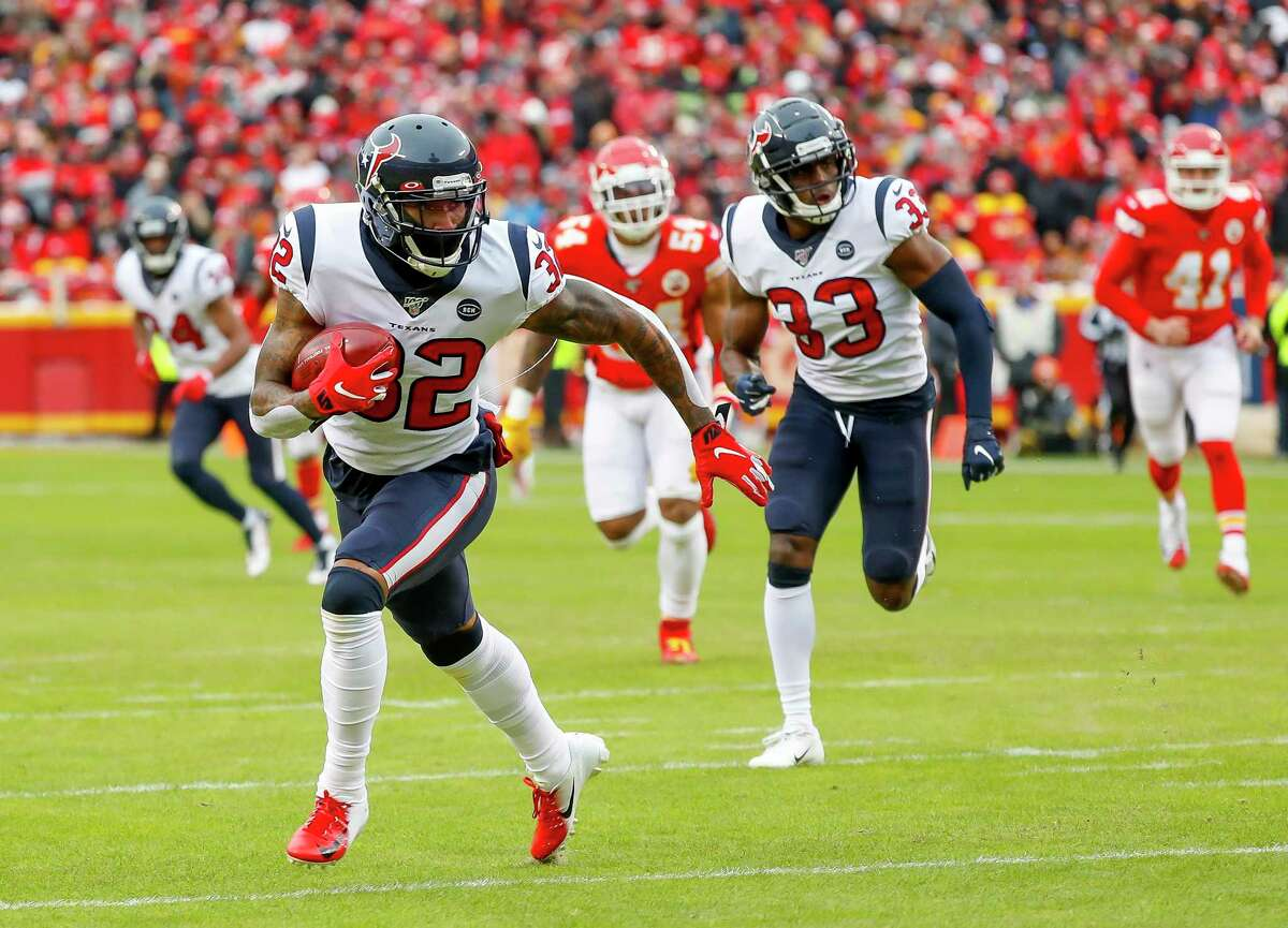 Cornerback Lonnie Johnson, returning a blocked punt against the Chiefs, is in position for a strong second season in 2020.