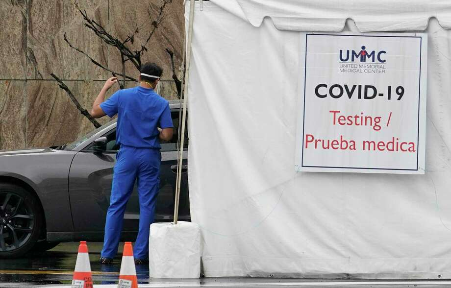 Testing is shown in the drive through line at the COVID-19 testing site at United Memorial Medical Center, 510 W Tidwell Rd., amid the COVID-19 pandemic Thursday, June 25, 2020, in Houston. Photo: Melissa Phillip, Houston Chronicle / Staff Photographer / © 2020 Houston Chronicle