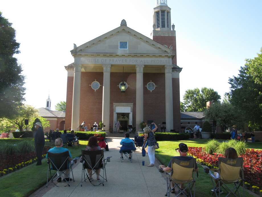 Attendees gathered in front of Memorial Presbyterian Church for the first in-person service in more than three months on June 28, 2020. (Mitchell Kukulka/Mitchell.Kukulka@mdn.net) Photo: Mitchell Kukulka