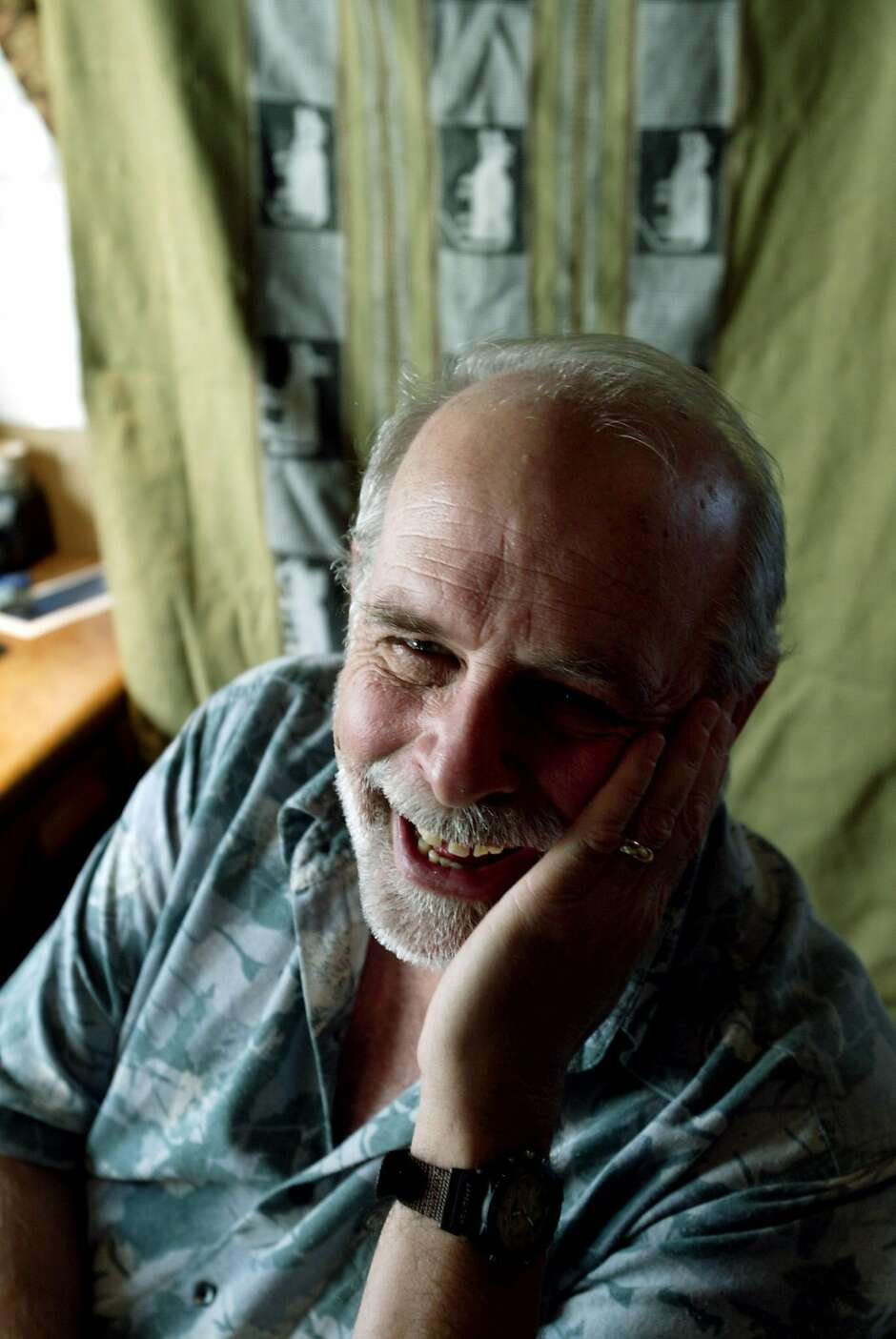 San Francisco peace activist Lee Thorn has died at 77.