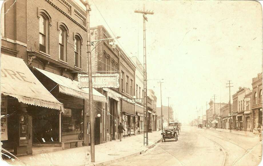 This 1915 picture of River Street gives a much different view than what exists today.