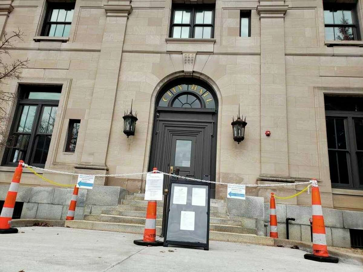 Manistee City Hall has been closed to the public since March 17 and officials plan to reopen to the public with certain measures such as clear plastic counter shields, required face coverings from visitors and staff as well as access to hand sanitizer. (File photo)