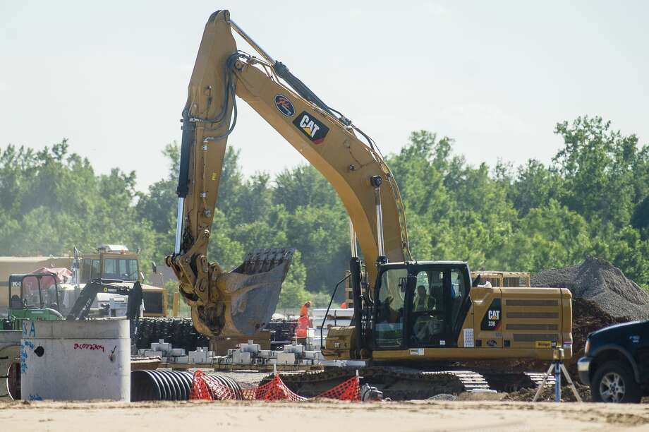 Construction continues Monday, June 29, 2020 at the site of the future Costco at 4816 Bay City Road in Midland. (Katy Kildee/kkildee@mdn.net) Photo: (Katy Kildee/kkildee@mdn.net)