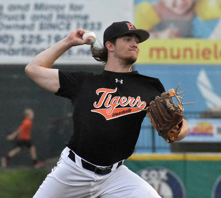 Edwardsville pitcher Collin Salter delivers a pitch in the first inning against Granite City on Monday at GCS Stadium in Sauget. Photo: Matt Kamp|The Intelligencer