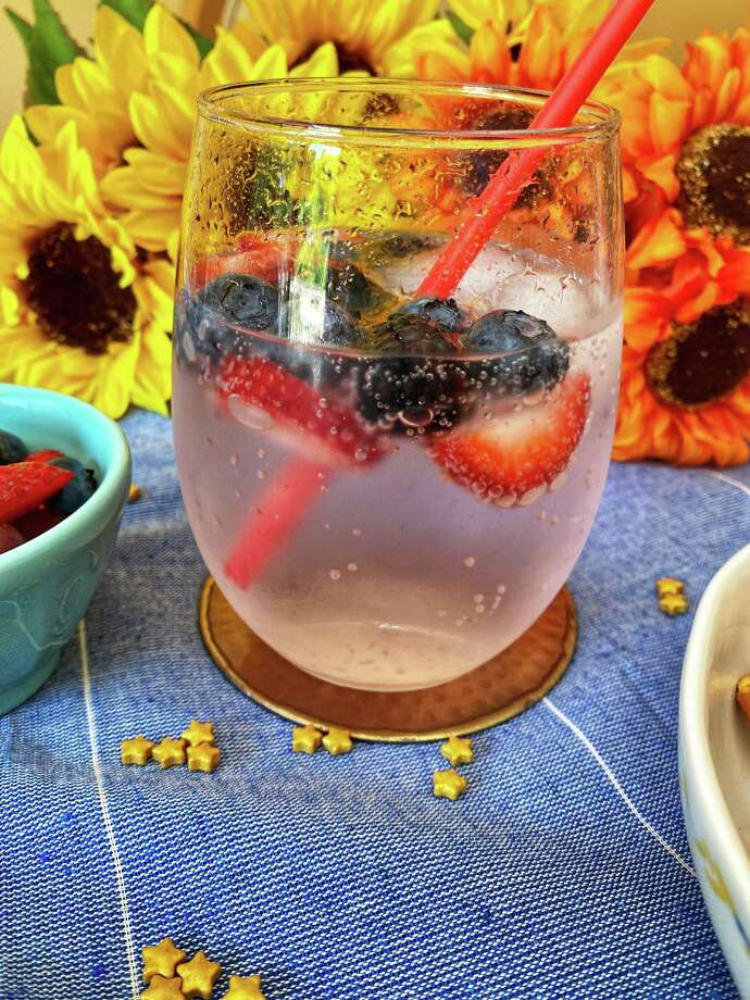 This berry spritz will keep you cool all summer long. Photo: TinaMarie Craven/ Hearst Connecticut Media