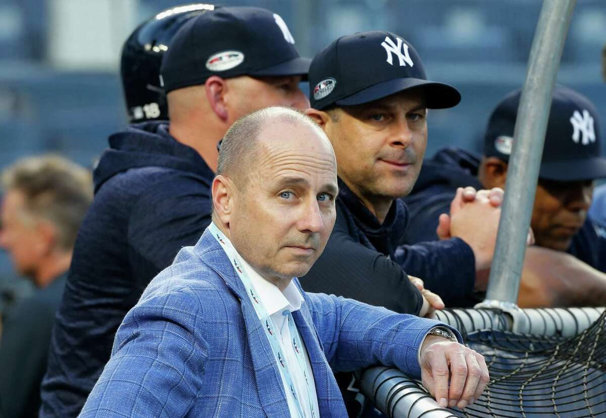 NEW YORK, NY - OCTOBER 09: (NEW YORK DAILIES OUT) General Manager Brian Cashman and Manager Aaron Boone #17 of the New York Yankees during batting practice before Game Four of the American League Division Series against the Boston Red Sox at Yankee Stadium on October 9, 2018 in the Bronx borough of New York City. The Red Sox defeated the Yankees 4-3. (Photo by Jim McIsaac/Getty Images)