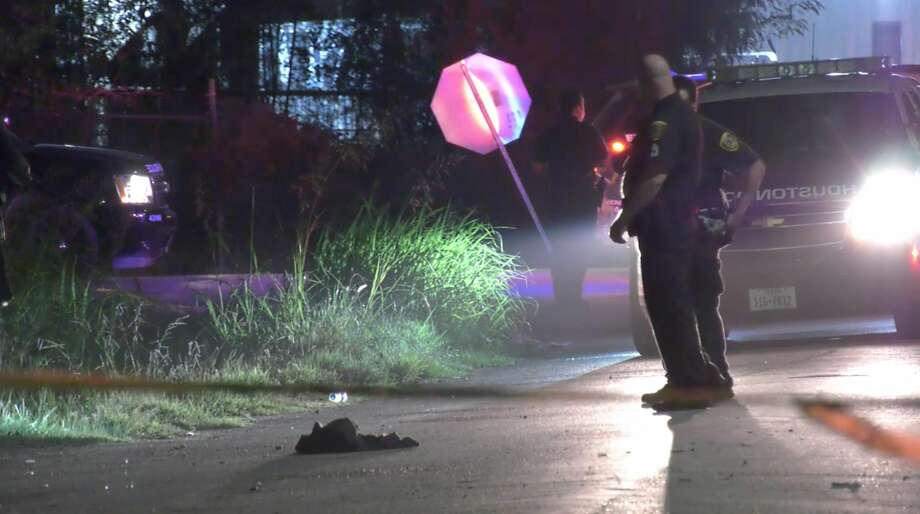Houston police investigate a deadly shooting in the 9000 block of Borden Street on Wednesday, July 1, 2020. Photo: OnScene.TV