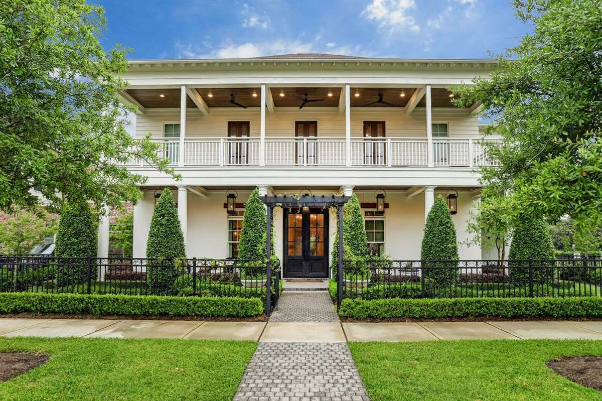 This stunning Heights home at 1035 Harvard Street, Houston, offers the ultimate backyard oasis for green thumbs. It is currently listed at $2,570,000.
