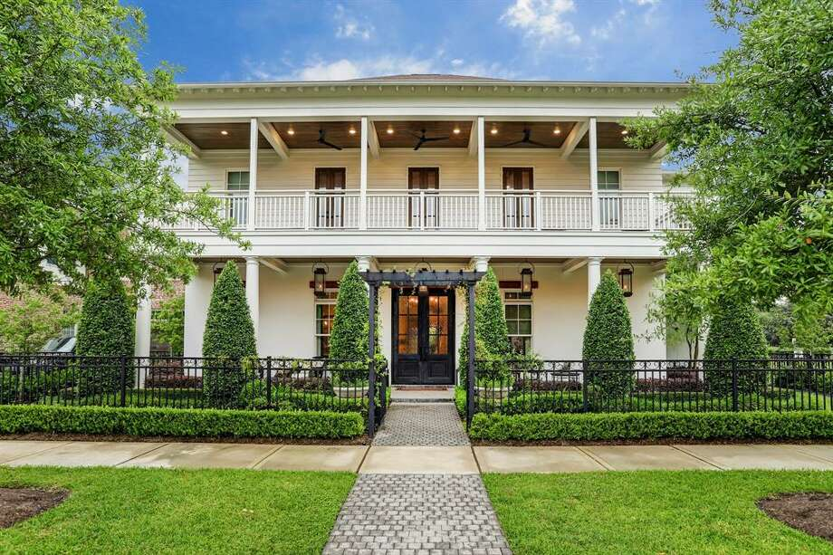 This stunning Heights home at 1035 Harvard Street, Houston, offers the ultimate backyard oasis for green thumbs. It is currently listed at $2,570,000. Photo: Houston Association Of Realtors