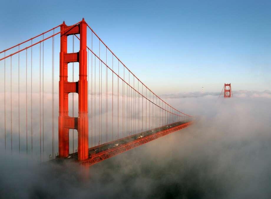 The fog rolling past San Francisco's Golden Gate Bridge, taken from Battery Spencer in the Marin Headlands. Photo: Rob Kroenert/Getty Images / © 2009 Rob Kroenert