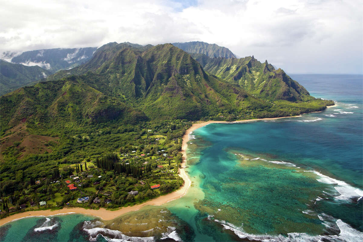 United plans to start operating San Francisco-Kauai flights as well as other Hawaii service from SFO in August.