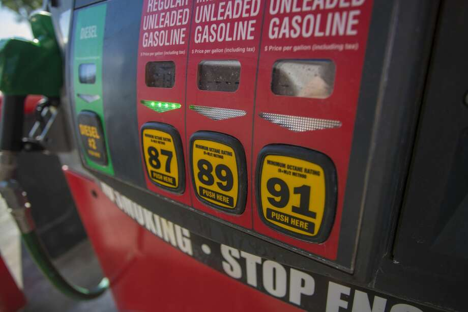 It will cost most Illinois drivers an additional 5 or 10 cents to fill up because of an automatic increase in the state's per-gallon fuel tax. Photo: IStockphoto / LPETTET