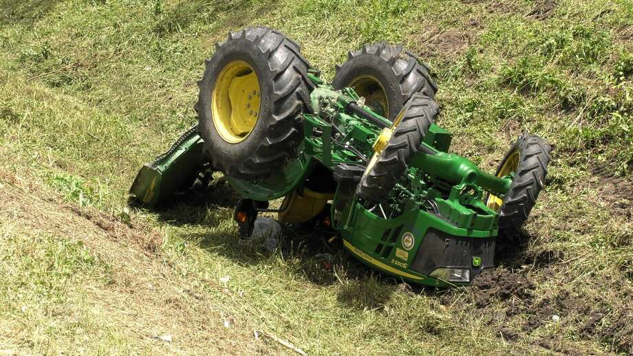 A city of Houston tractor rolled on top of a worker near Beechnut Street and Ferris Drive on Wednesday, July 1, 2020. Photo: Jay R. Jordan / Houston Chronicle
