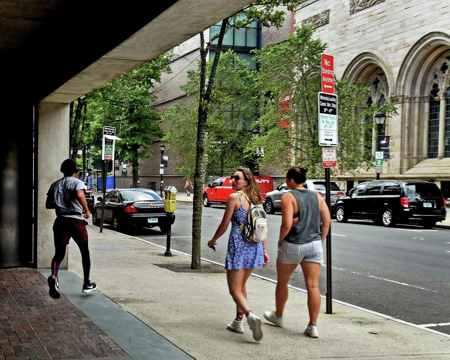 New Haven, Connecticut - Wednesday, July 1, 2020: A jogger and pedestrians pass by the Yale Center for British Art as they travel up Chapel Street near High Street in New Haven. Photo: Peter Hvizdak / Hearst Connecticut Media / New Haven Register