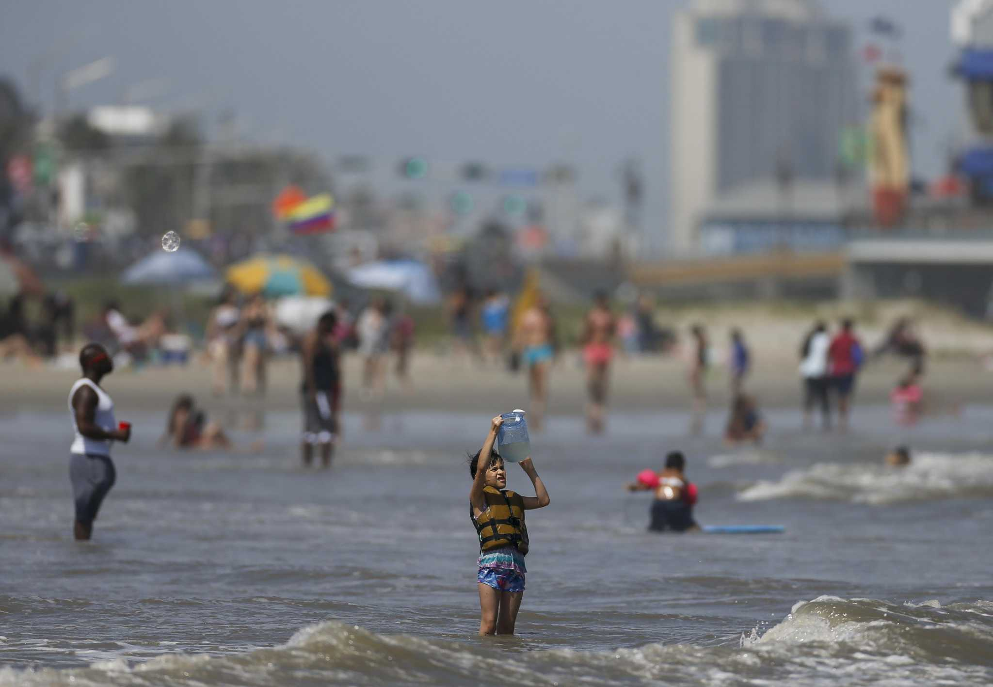 As Texans swarm beaches during COVID, so too does fecal bacteria