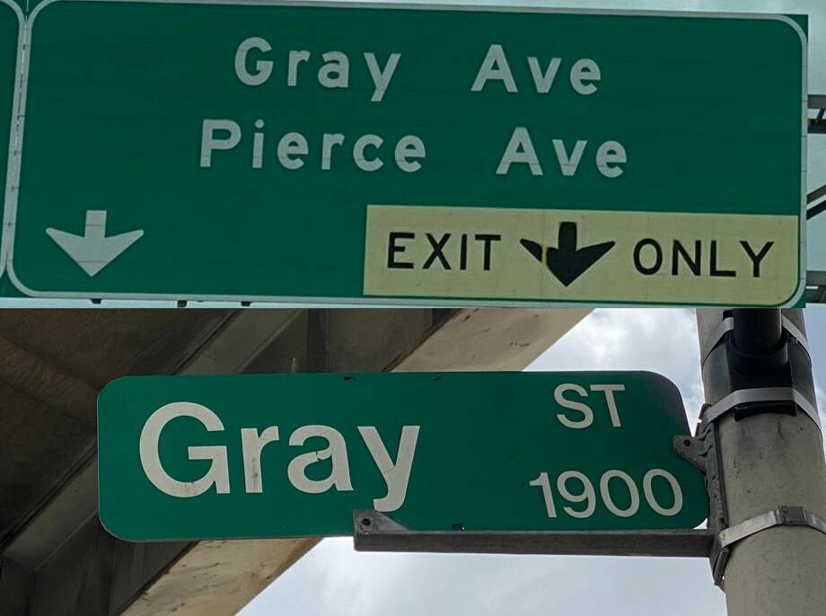 Drivers are forced to exit the Southwest Freeway for Gray Avenue instead of the correct Gray Street in Houston. The Texas Department of Transportation is looking into what happened. Photo: Jay R. Jordan / Houston Chronicle