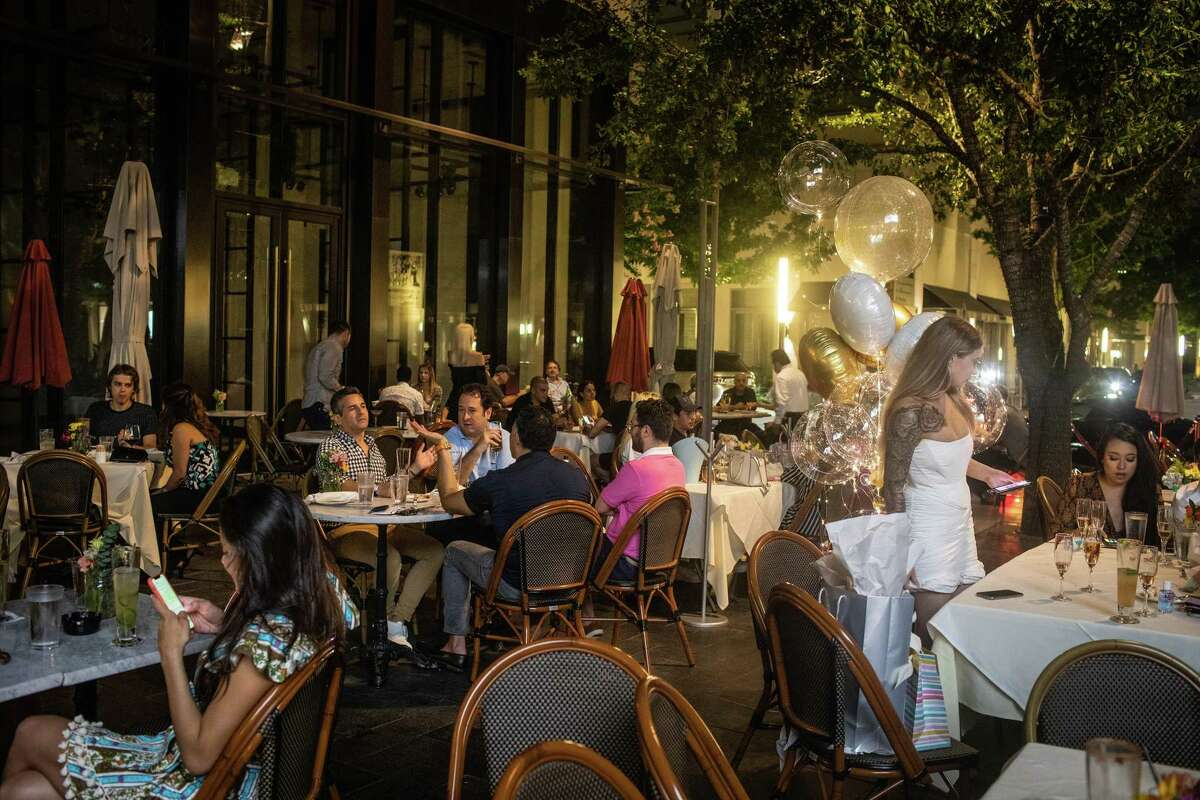 Patrons dine outside at Toulouse restaurant and bar in Houston, June 27, 2020. Restaurateurs have become de facto public-health officials as Covid-19 cases spike all over the country, and it's a problem. (Erin Trieb/The New York Times)