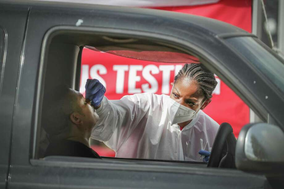 My Family Doctor, 6430 Hillcroft offered a free COVID-19 testing site Thursday, July 2, 2020, in Houston. The long line of people wanted to be tested stretch from the site to and on to the 59 off ramp. Photo: Steve Gonzales, Houston Chronicle / Staff Photographer / © 2020 Houston Chronicle