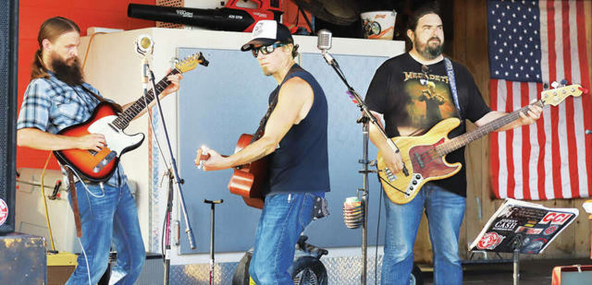 Jake Weber and the Lonesome Drifters entertain the crowd at the Hawg Pitt BBQ restaurant and bar Thursday. Its proximity to where the fireworks were launched made the business a popular place.