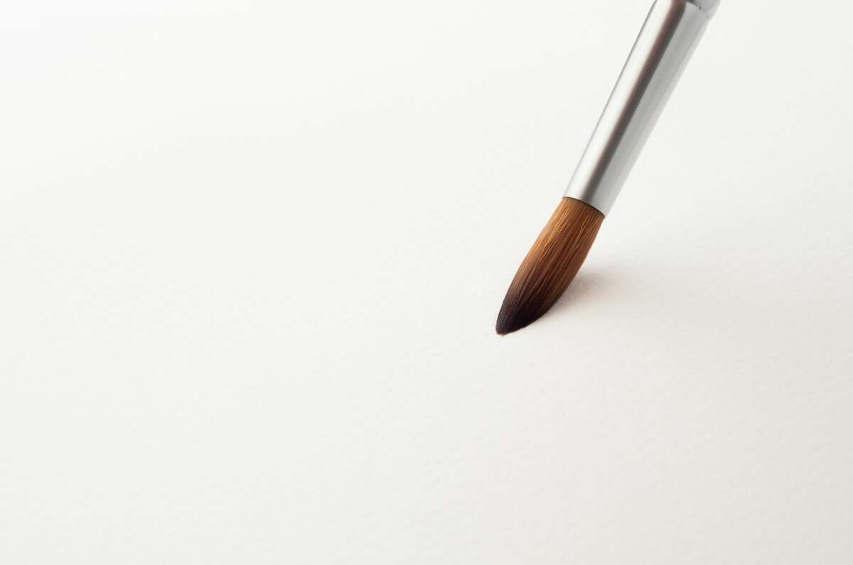 Brushes come in many different kinds of shape and material. To start off, you can use a synthetic round brush. If you decide to continue your journey then you can upgrade to a brush made of natural materials, with is more expensive.