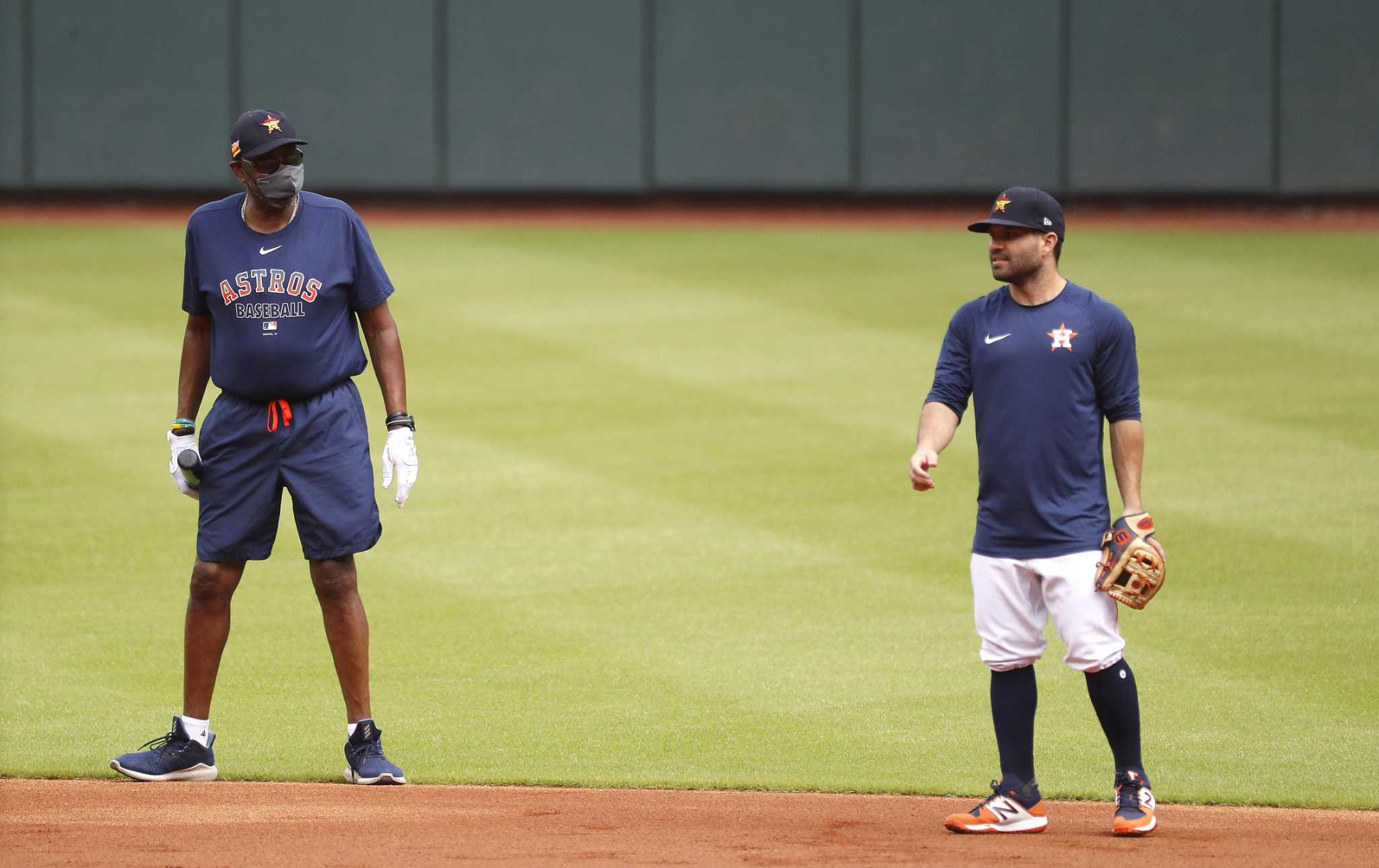 Slumping Jose Altuve to spend day off on bench with Dusty Baker