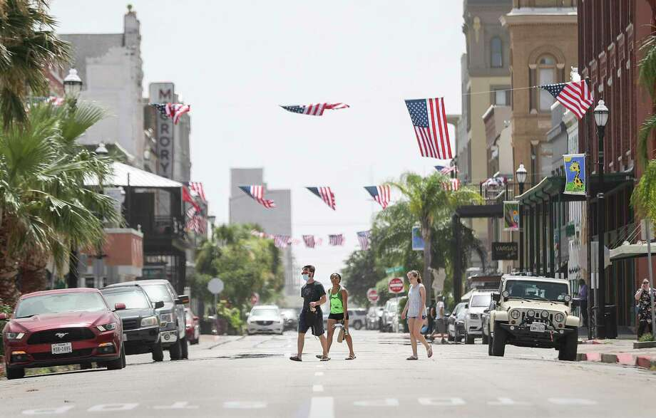 People walk across Postoffice Street on Wednesday, July 1, 2020, in Galveston. Photo: Jon Shapley, Houston Chronicle / Staff Photographer / © 2020 Houston Chronicle