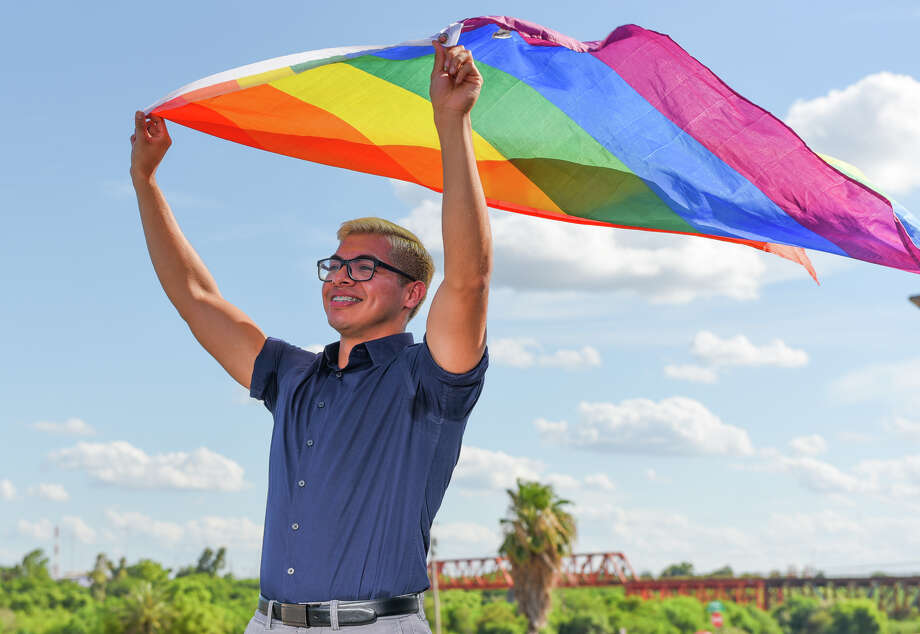 DACA recipient Jose Luis Saldana Cortes displays his pride flag Saturday, Jun 20, 2020, in downtown Laredo. Photo: Danny Zaragoza/Laredo Morning Times