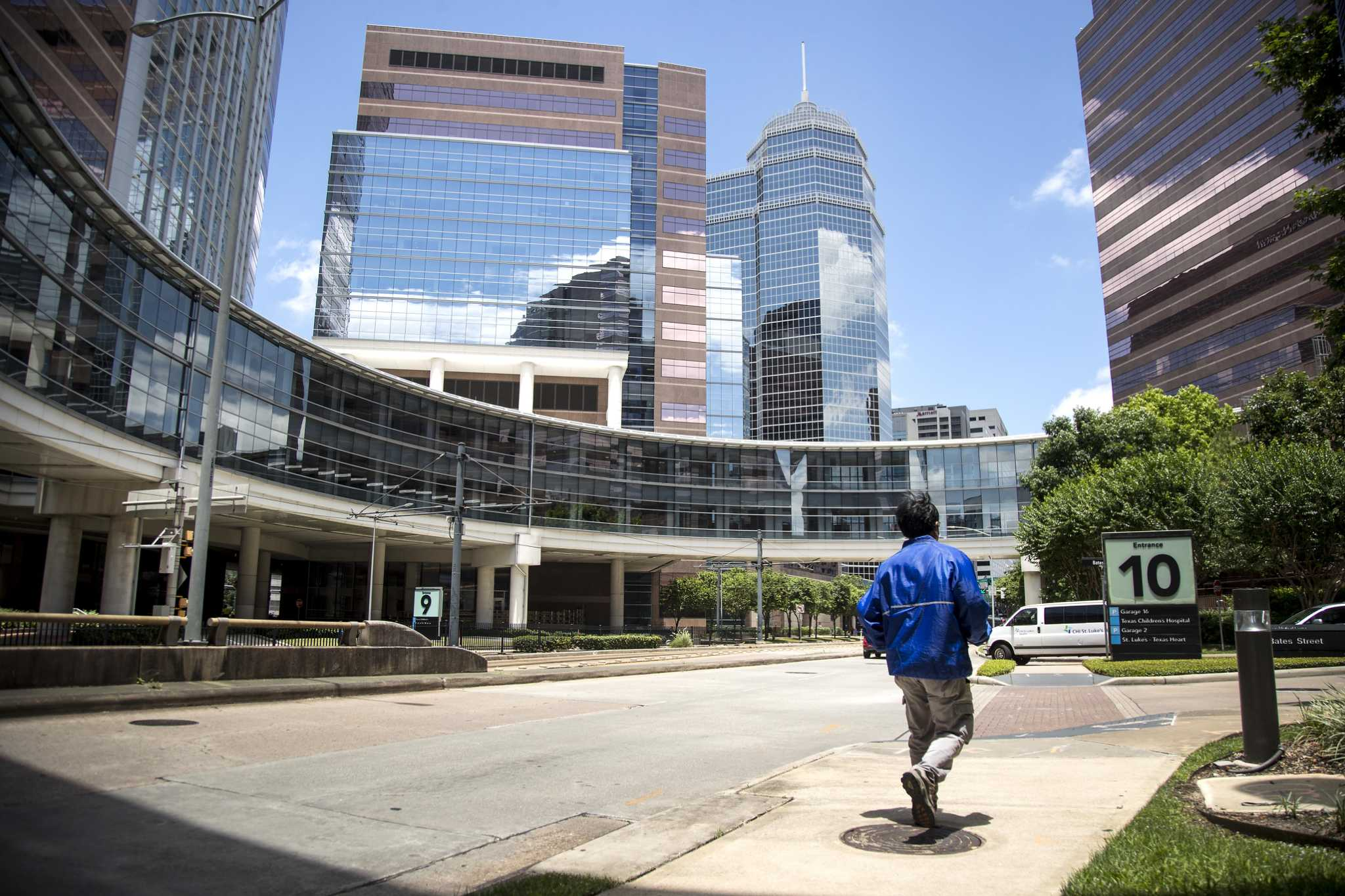 Texas COVID-19 hospitalizations drop for first time in 2 weeks