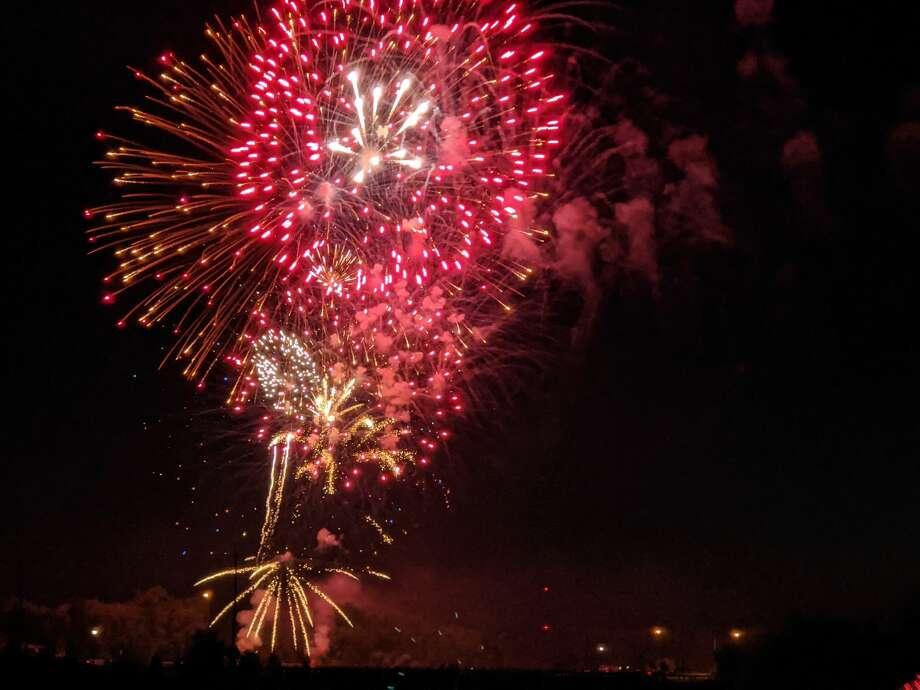 Fireworks over Beaverton's Ross Lake Park Saturday. (Tereasa.Nims@gmail.com) Photo: Tereasa.Nims@gmail.com