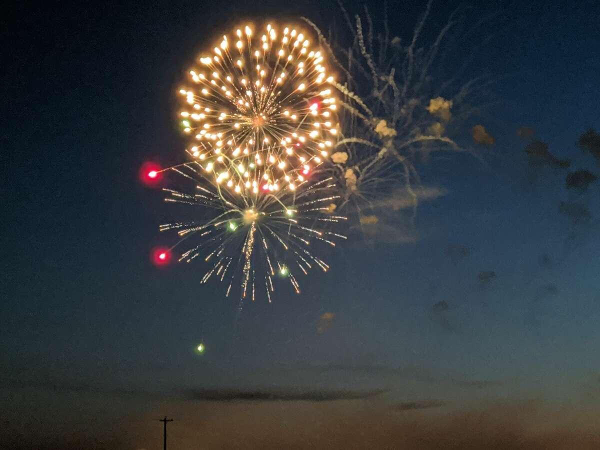 Fireworks over Beaverton's Ross Lake Park Saturday. (Tereasa.Nims@gmail.com)