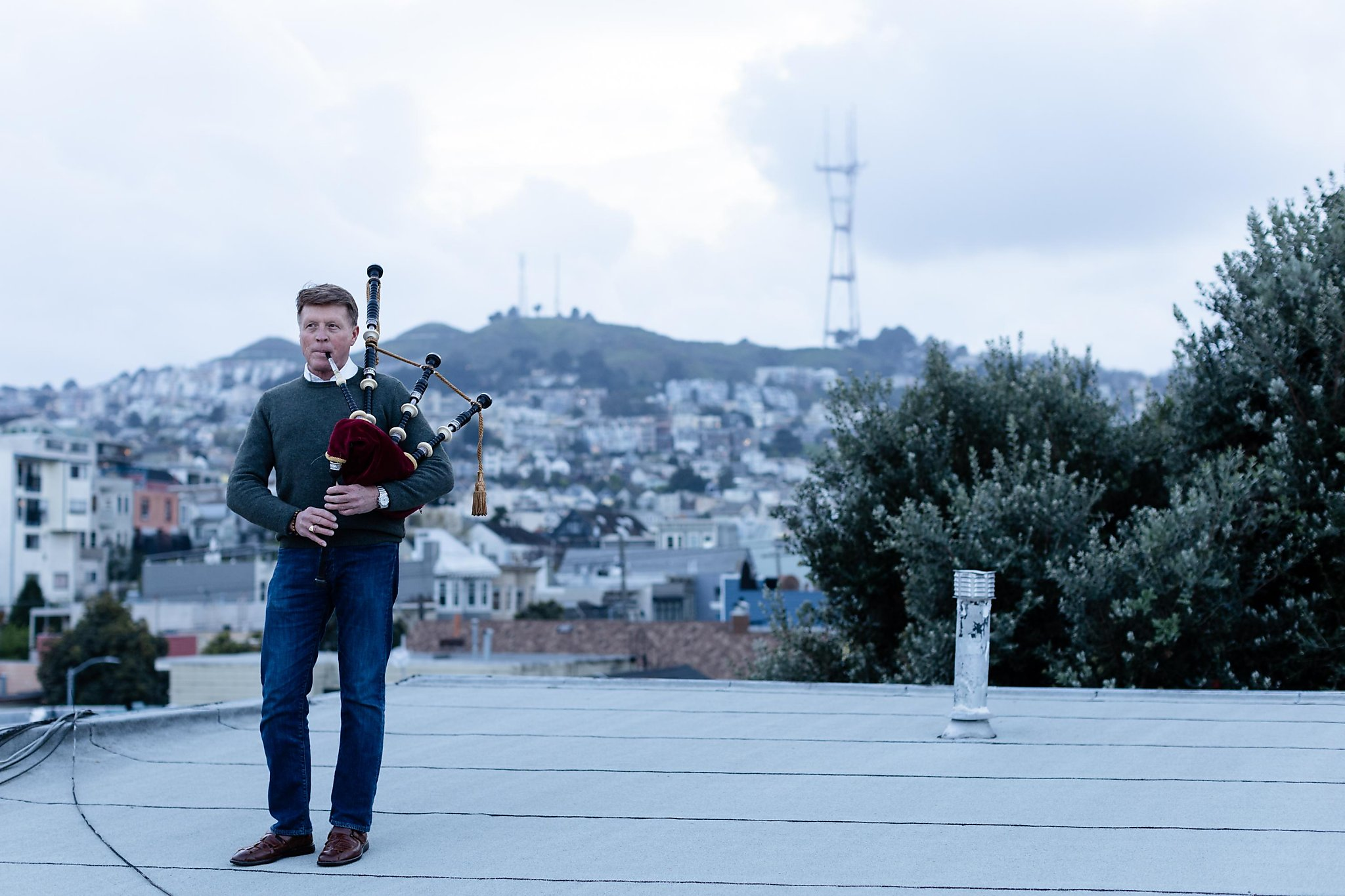 SF bagpiper says farewell to nightly pandemic serenades in the Castro amid adoring crowds