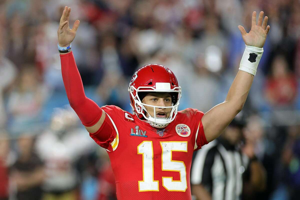 MIAMI, FLORIDA - FEBRUARY 02: Patrick Mahomes #15 of the Kansas City Chiefs celebrates after throwing a touchdown pass against the San Francisco 49ers during the fourth quarter in Super Bowl LIV at Hard Rock Stadium on February 02, 2020 in Miami, Florida. (Photo by Rob Carr/Getty Images)