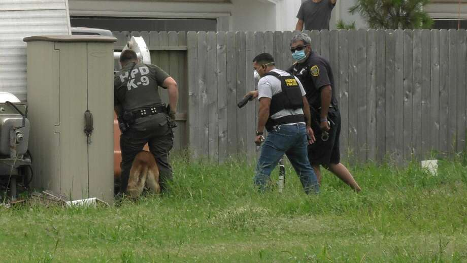 Houston police officers took a man into custody using a police canine near the 2200 block of Airline Drive on Monday, July 6, 2020. The suspect, identified as 30-year-old Shannon Washington, was later charged with attacking an assist animal. Photo: Jay R. Jordan / Houston Chronicle