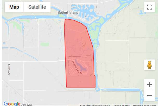 This is a message from the Oakley Police Department. Due to a fast moving fire, an immediate evacuation has been ordered in Oakley for the Summerlake neighborhood and residents along Sandmound Boulevard. Leave now and go towards Delta Vista Middle School on Cypress Road. Take only those essential items you have ready and can carry with you. Pets must be in a carrier or on a leash. Lock your windows and doors as you leave. Stay off the phone unless you need to report a life-threatening emergency at your location. However, if you are physically unable to leave your home unassisted, call 9 1 1 for help.