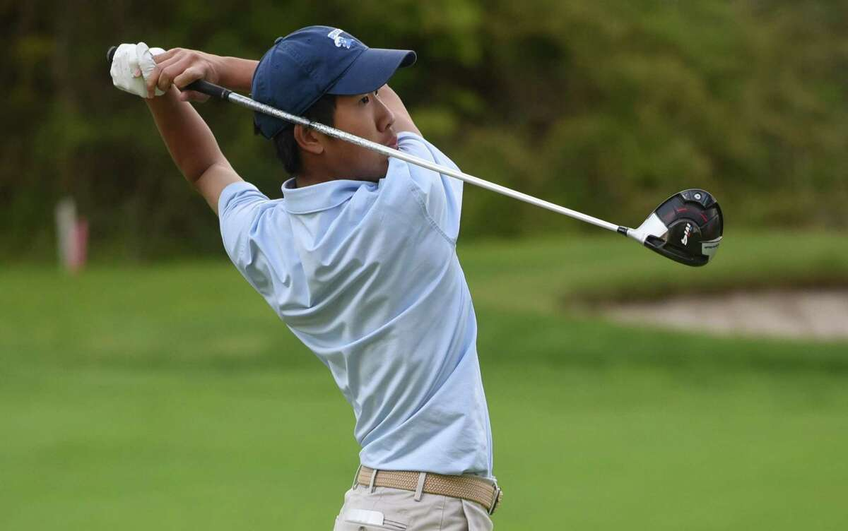 Darien's Alex Gu, seen here in 2019, won a pair of matches and advanced to the quarterfinals at the Connecticut Junior Amateur.