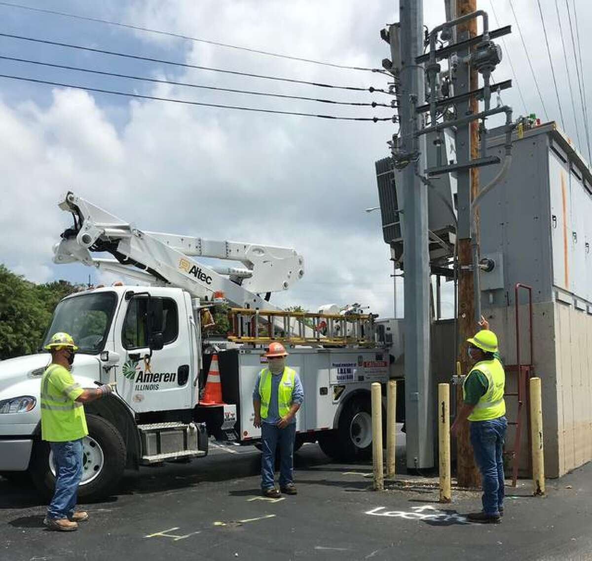 Ameren workers are headed to Louisiana to help in hurricane reovery.