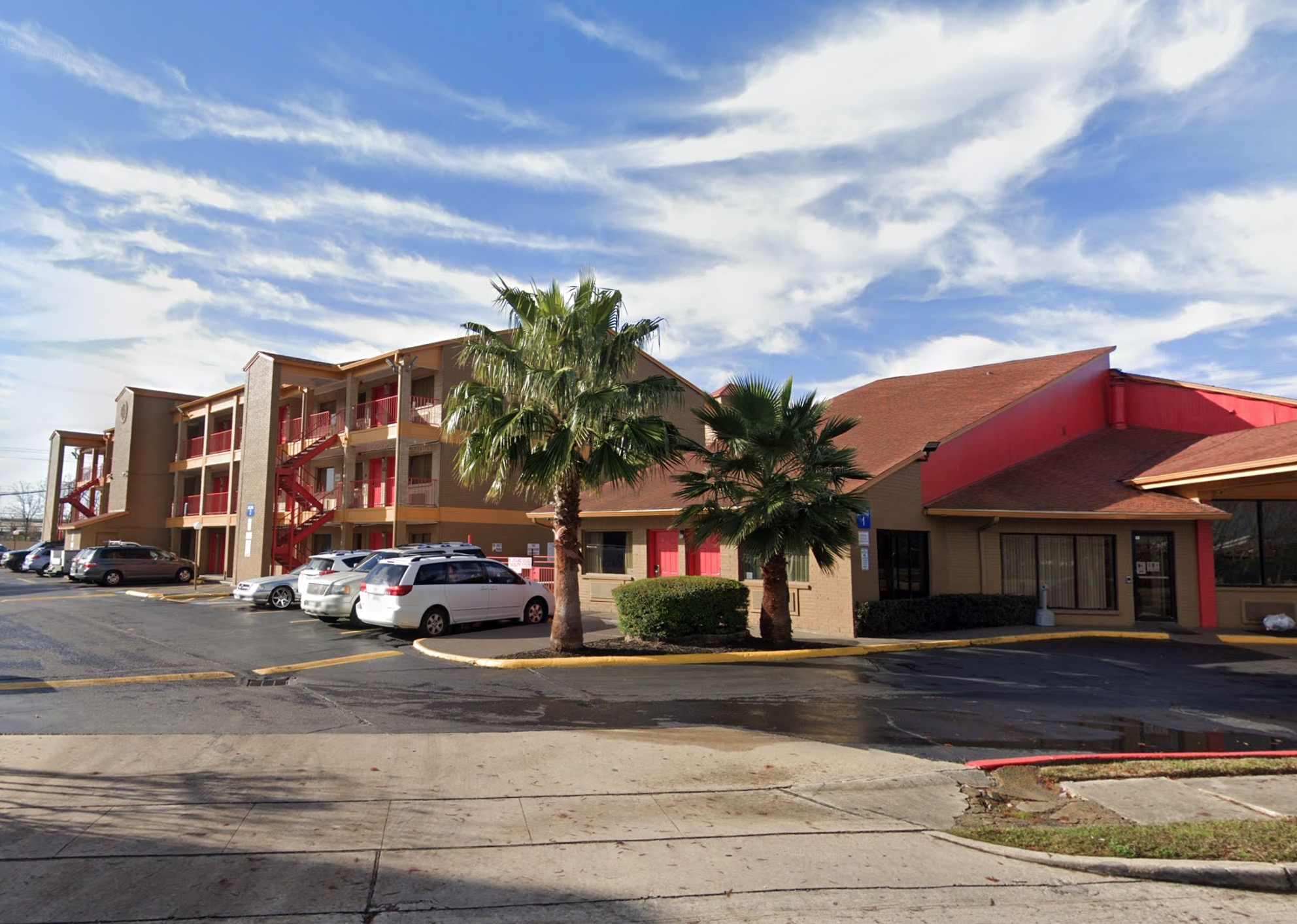 Man found shot dead in hotel near Hobby Airport