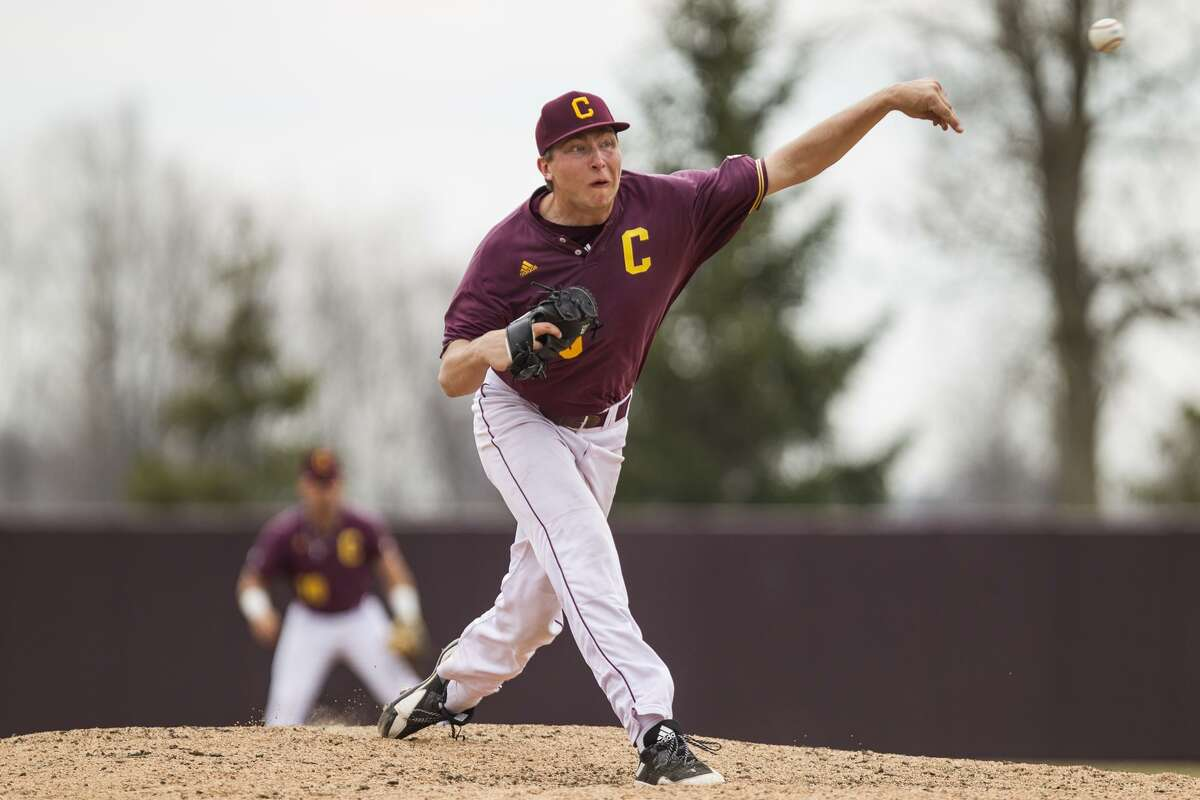 Central Michigan's Garrett Willis delivers a pitch during the 2019 season.
