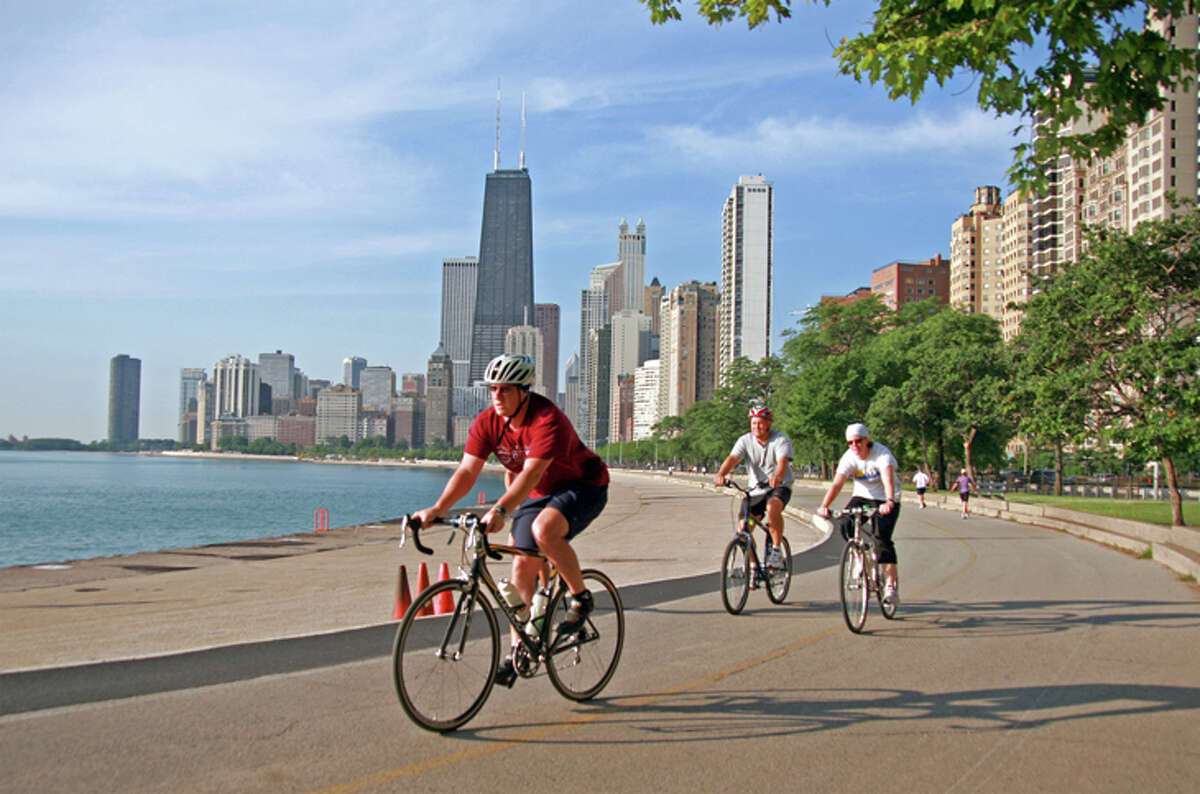 The city of Chicago has joined New York in requiring a 14-day quarantine for visitors from virus-heavy states.