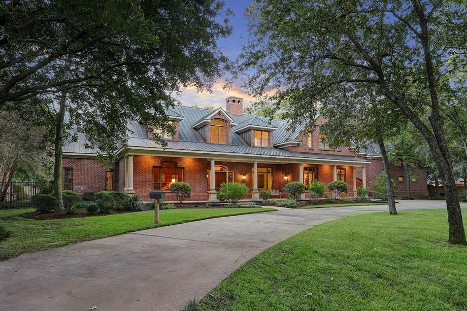 The front of the home displays its circular driveway. Photo: Compass RE Texas, LLC