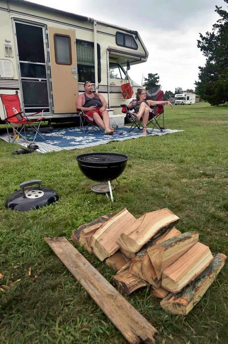 File photo of friends camping in Middletown, Conn., on Friday, Aug. 31, 2018. Photo: Hearst Connecticut Media / Peter Hvizdak / New Haven Register