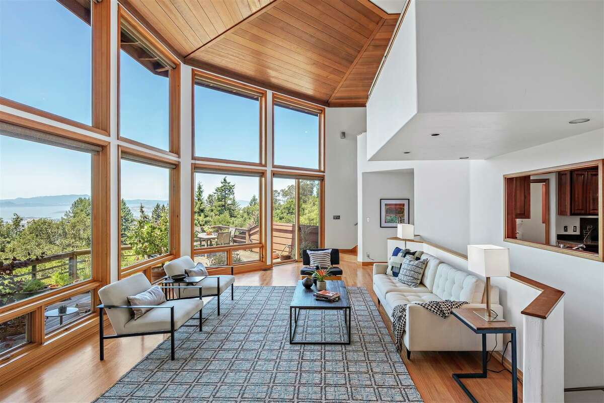 The shape also helps create expansive views from almost every room in the home.