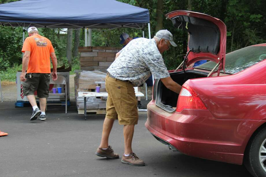 The Ubly Fox Hunters Club held a food drive on Thursday afternoon. It was one of many food banks in Huron County done with the Eastern Michigan Food Bank. Photo: Robert Creenan/Huron Daily Tribune