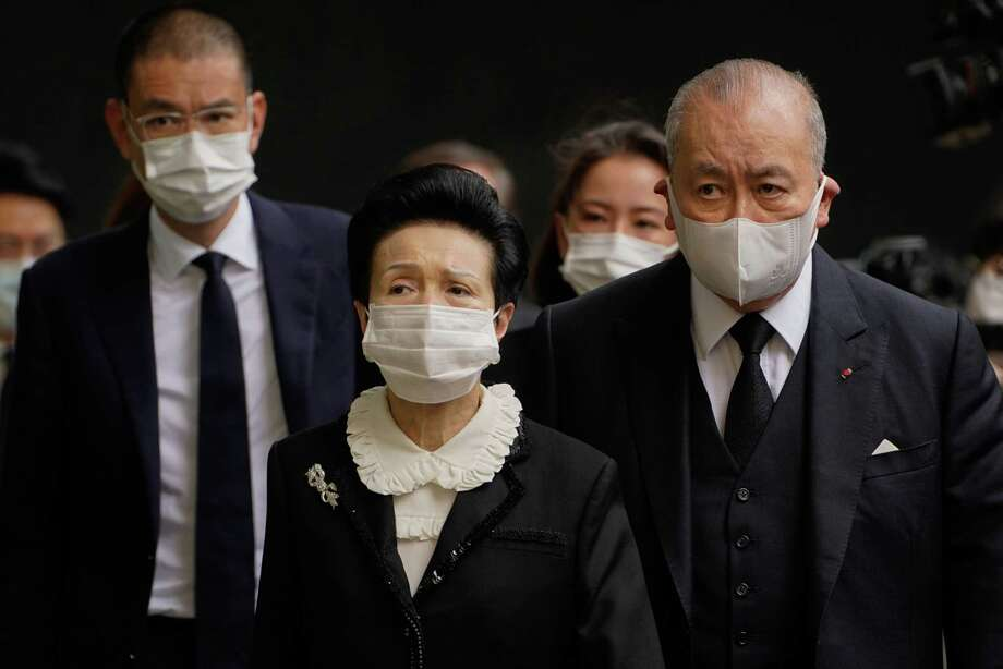 David Li, chairman and chief executive officer of Bank of East Asia Ltd. (right) arrives with his wife and son at the funeral for Macau gambling tycoon Stanley Ho in Hong Kong on July 10, 2020. Photo: Bloomberg Photo By Roy Liu. / © 2020 Bloomberg Finance LP