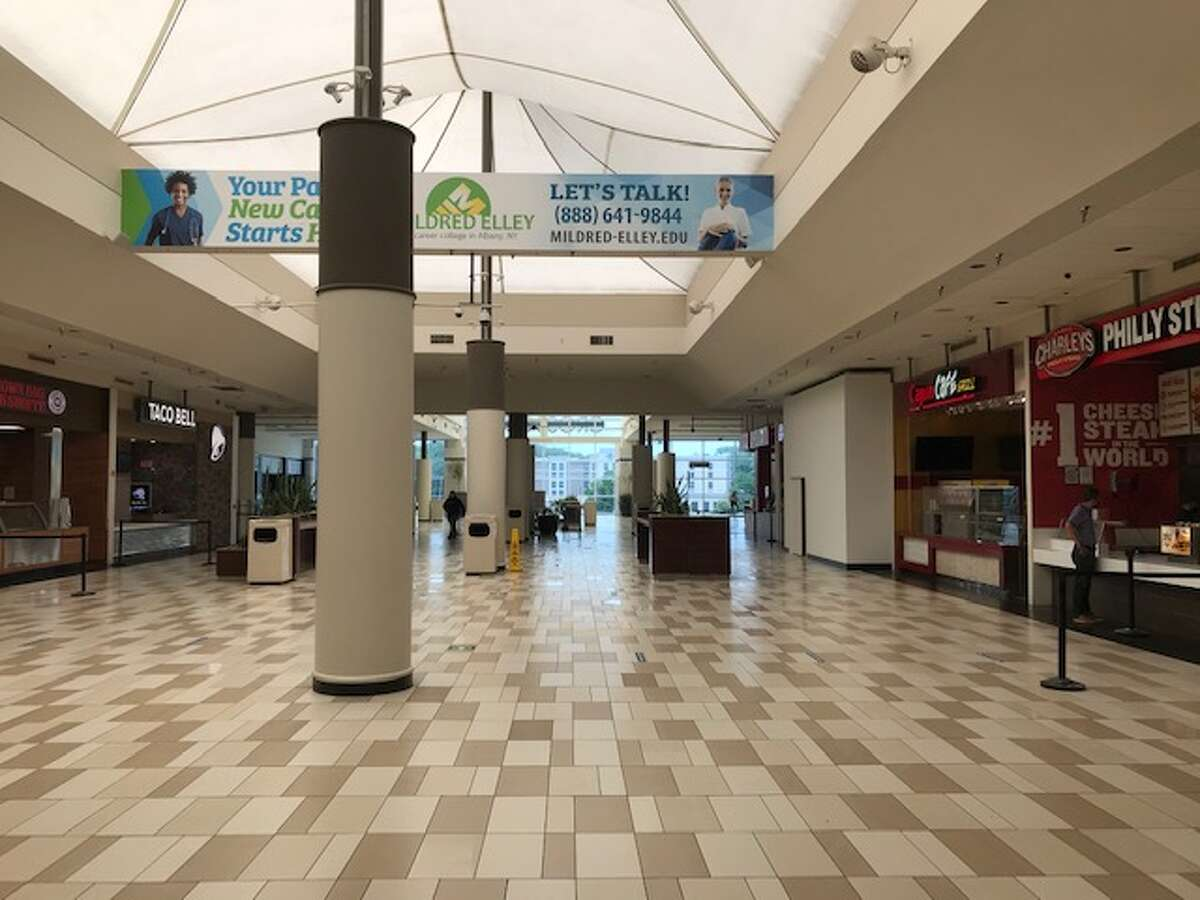 There were no diners in sight when CrossgatesMall opened on Friday.
