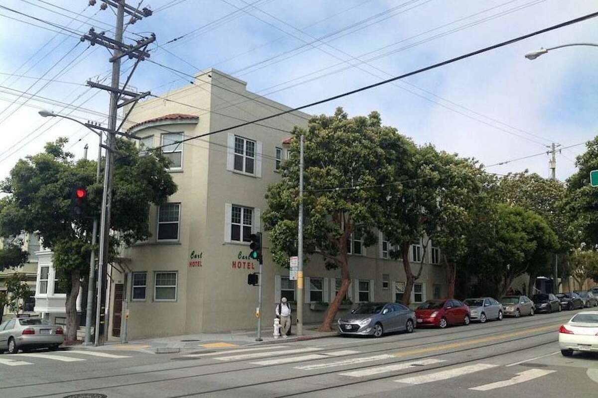 An efficiency studio in Cole Valley is for rent.