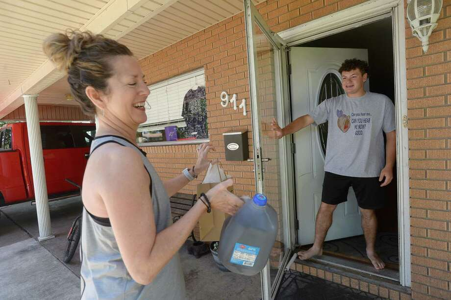 Connie Anselmo, the mother of two Port Neches - Groves alumni, drops off a weekly treat, this time sweet tea and jerky - to graduating senior Jake Plante at his house Thursday, April 23. She has been making weekly stops since joining in the Adopt-A-Senior program, and plans to continue bringing him small treats up through graduation. Nederland and Port Neches - Groves both have been creating opportunities for community members to make this year's graduates feel special in a time of upheaval. Photo taken Thursday, April 23, 2020 Kim Brent/The Enterprise Photo: Kim Brent / The Enterprise / BEN