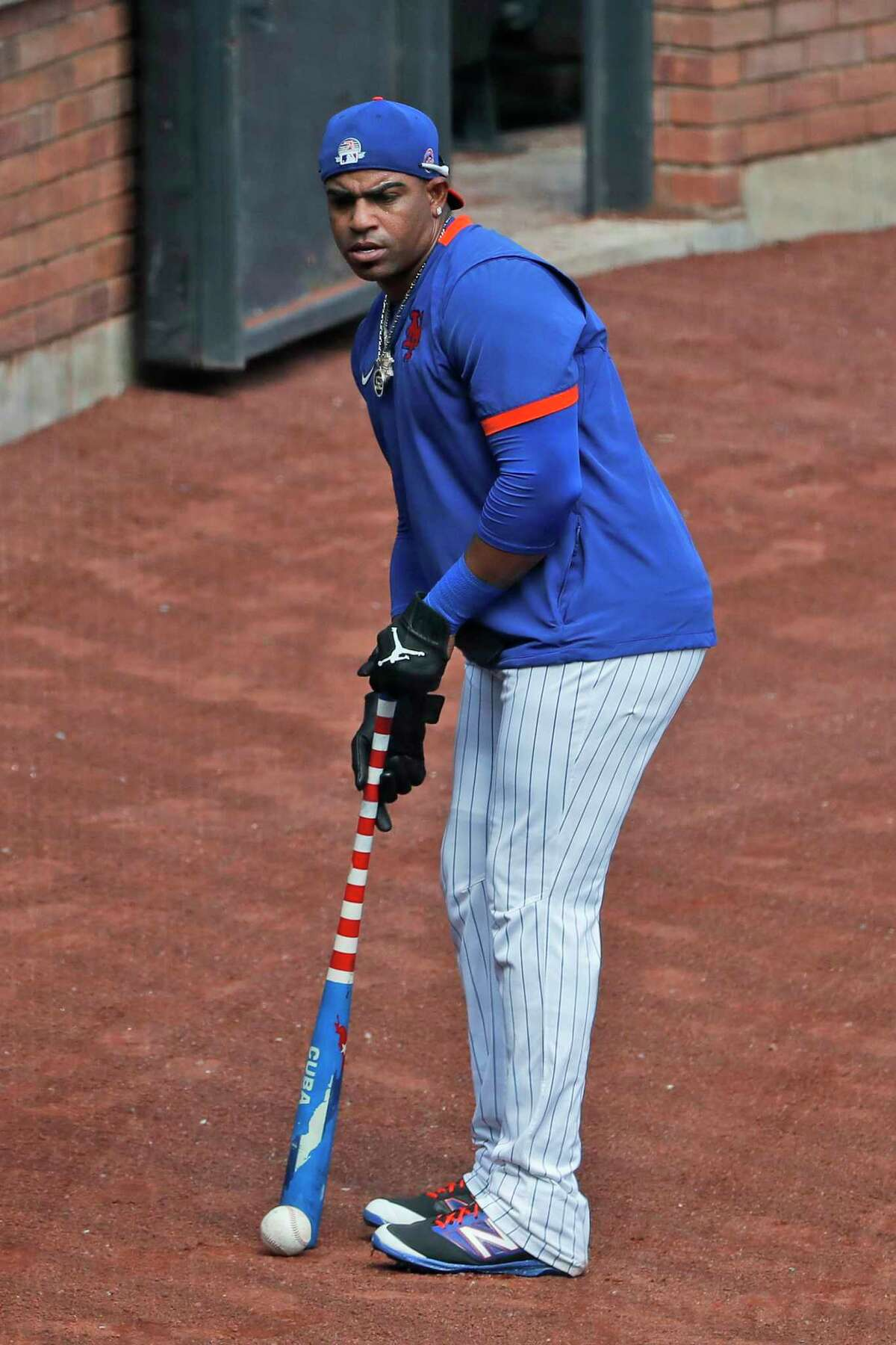 New York Mets left fielder Yoenis Cespedes works on his putting skills during a baseball workout at Citi Field, Sunday, July 5, 2020, in New York. (AP Photo/Seth Wenig)