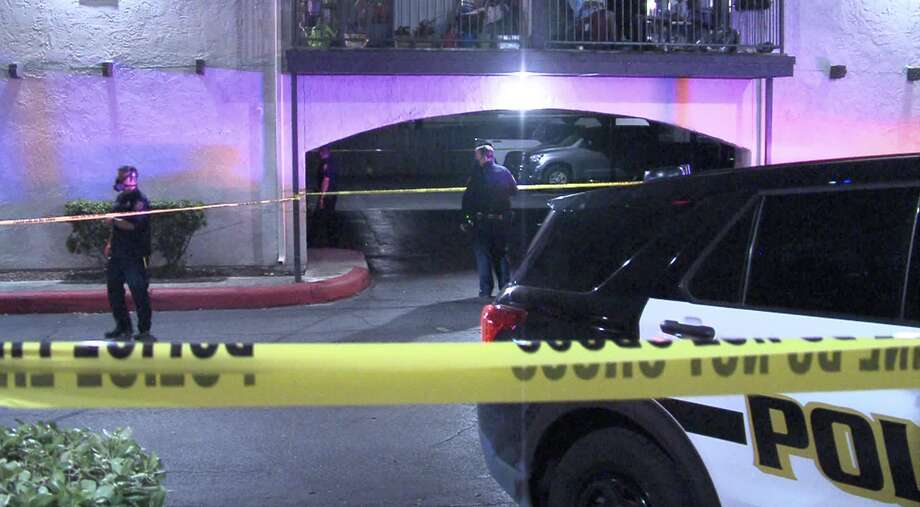 According to SAPD, one person is dead after a shooting at an apartment complex on the Northeast Side early Sunday morning. Photo: 21 Pro Video
